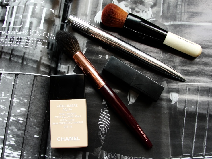 Chanel Vitalumiere Aqua, Charlotte Tilbury Powder & Sculpt, Nars Audacious Barbara, Ellis Faas Lilac Taupe, Bobbi Brown Full Coverage Face Brush