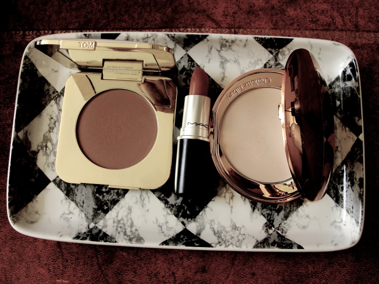 Mac Honeylove, Tom Ford Terra Bronzer, Charlotte Tilbury Powder, Chanel Rouge Noir
