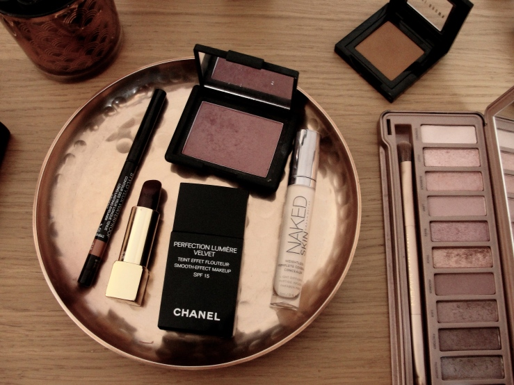 Chanel Rouge Noir, Urban Decay Trick, Chanel Ardent, Bobbi Brown Camel, Nars Sin, Chanel Perfection Lumiere Velvet
