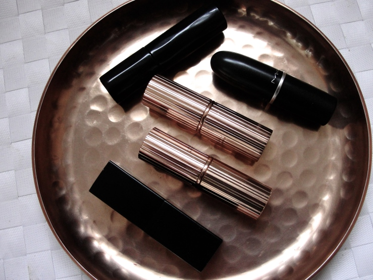Nars Barbara, Urban Decay 1993, Charlotte Tilbury Very Victoria, Charlotte Tilbury Hepburn Honey, Mac Honeylove